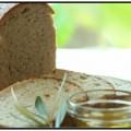 オリーブオイルとパンの画像