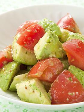 トマトとアボカドのサラダの画像