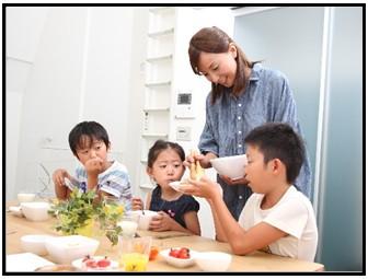 食事風景の画像